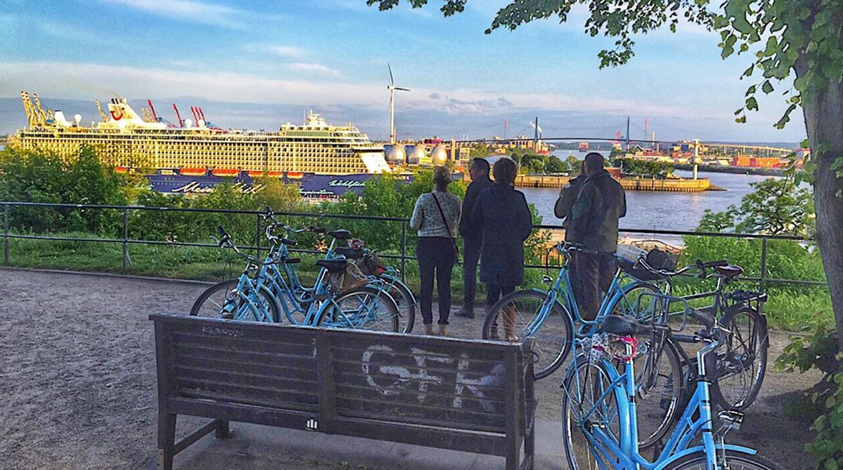 Hamburg Fahrradtour Weekendstarter Hamburg Auskenner Altonaer Balkon Gruppe Hafen Fahrrad